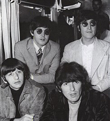 http://www.johnlennon.it/beatles%20pics/beatles-juntos.jpg