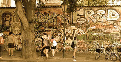 JOHN LENNON WALL IN PRAGA